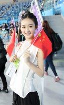 赵丽颖现身仁川亚运会 举红旗为健儿助威