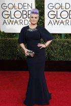 凯莉-奥斯本染个性紫发穿黑色长裙遮肉肉