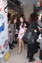 前少女时代成员Jessica香港捞金 粉嫩短裙秀美腿