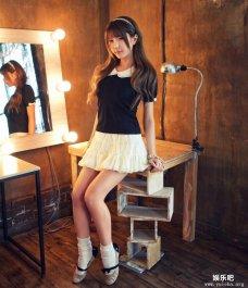 化妆间里卖萌的韩国顶级ShowGirl许允美