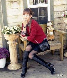 木屋外的韩国美少女许允美