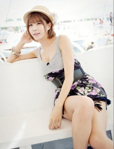 韩国超模许允美花裙海边写真
