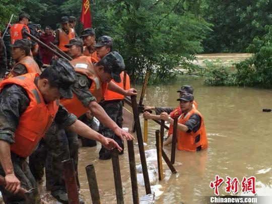 南京遇40年最强降雨 内河漫堤致一村庄被淹没
