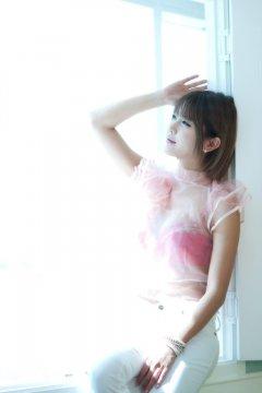 韩国美女许允美透视上衣显红色胸罩内衣写真