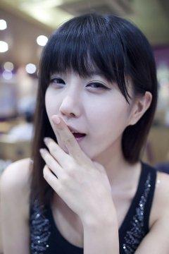 韩国美女许允美嘟嘴自拍写真