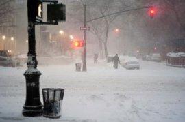 """强大冬季风暴""""乔纳斯""""袭击美国 致17人遇难(图)"""
