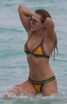 乌克兰超模Tetyana Veryovkina沙滩秀性感 撅臀玩水嬉笑不止