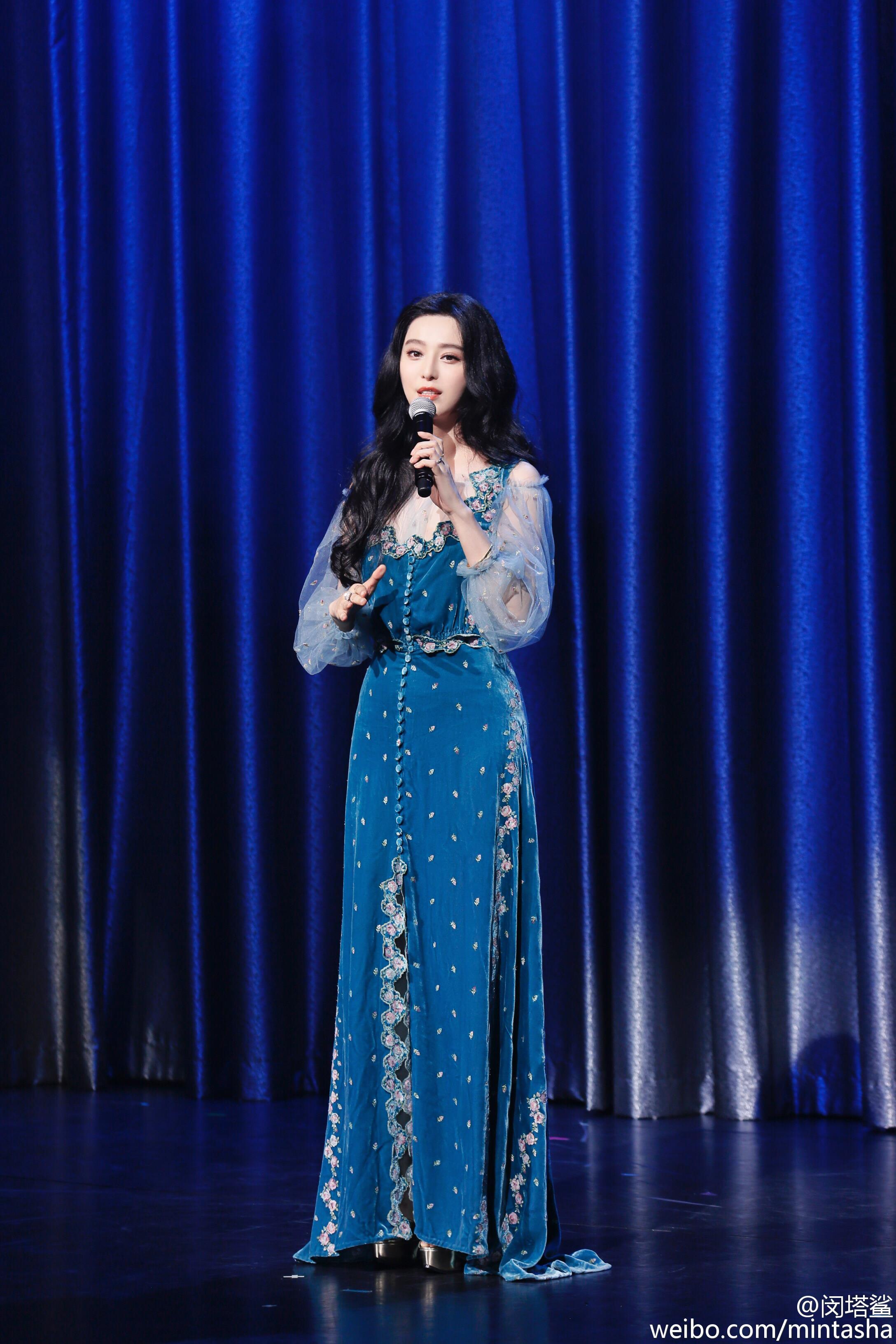 童话里的仙子!范冰冰蓝色长裙优雅大方,童话里的仙子!范冰冰蓝色长裙优雅大方