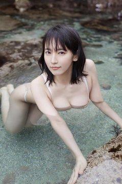日本女星吉冈里帆湿身展美乳 短发俏丽神似白百何