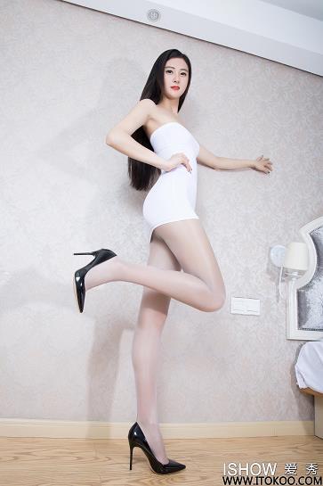 [ishow爱秀]白色抹胸裙美女