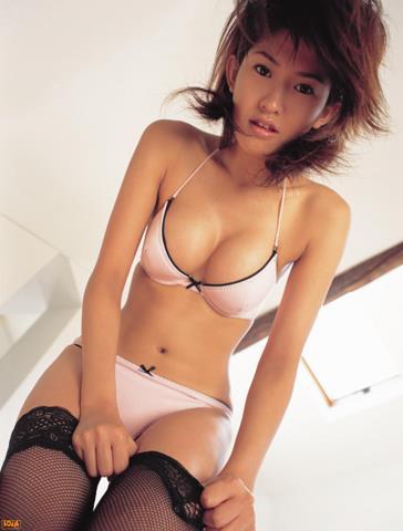 [BOMB.tv]写真2003年 日本赛车皇后 森下千里 Morishita Chisato 性感比基尼泳装与黑色