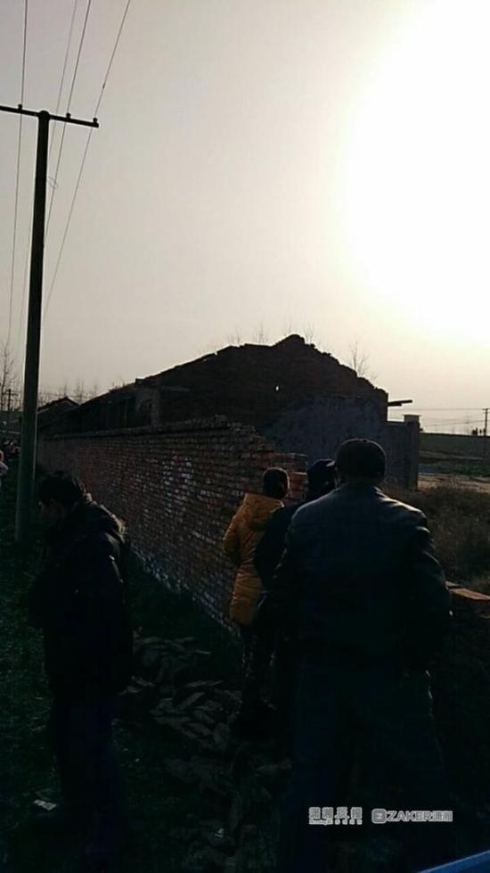 烟花爆竹黑作坊发生爆炸 附近房屋玻璃几乎全炸裂