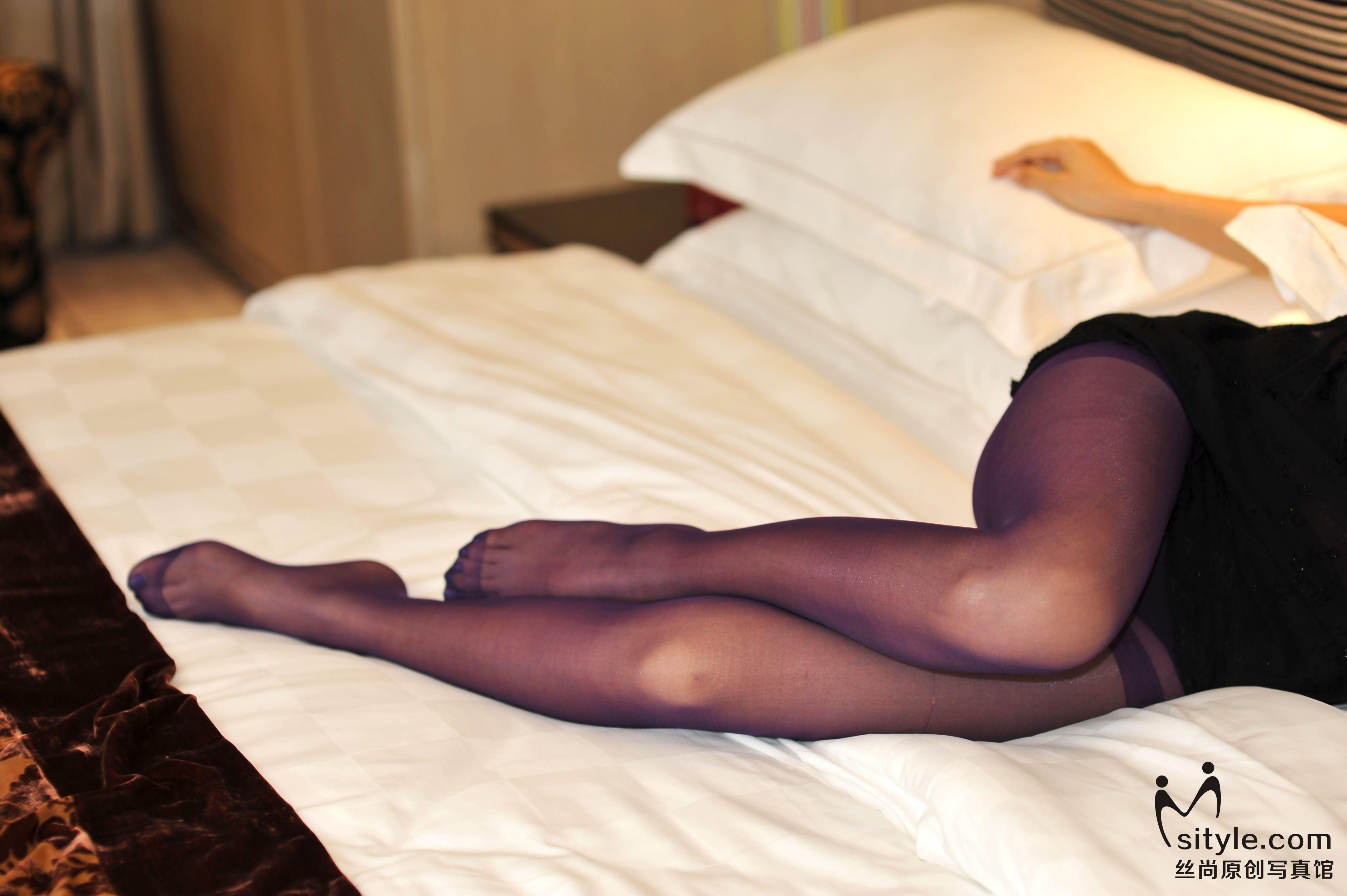 [Sityle丝尚写真]NO.007 黑色透视连身裙美女紫色丝袜美腿性感私房写真集,