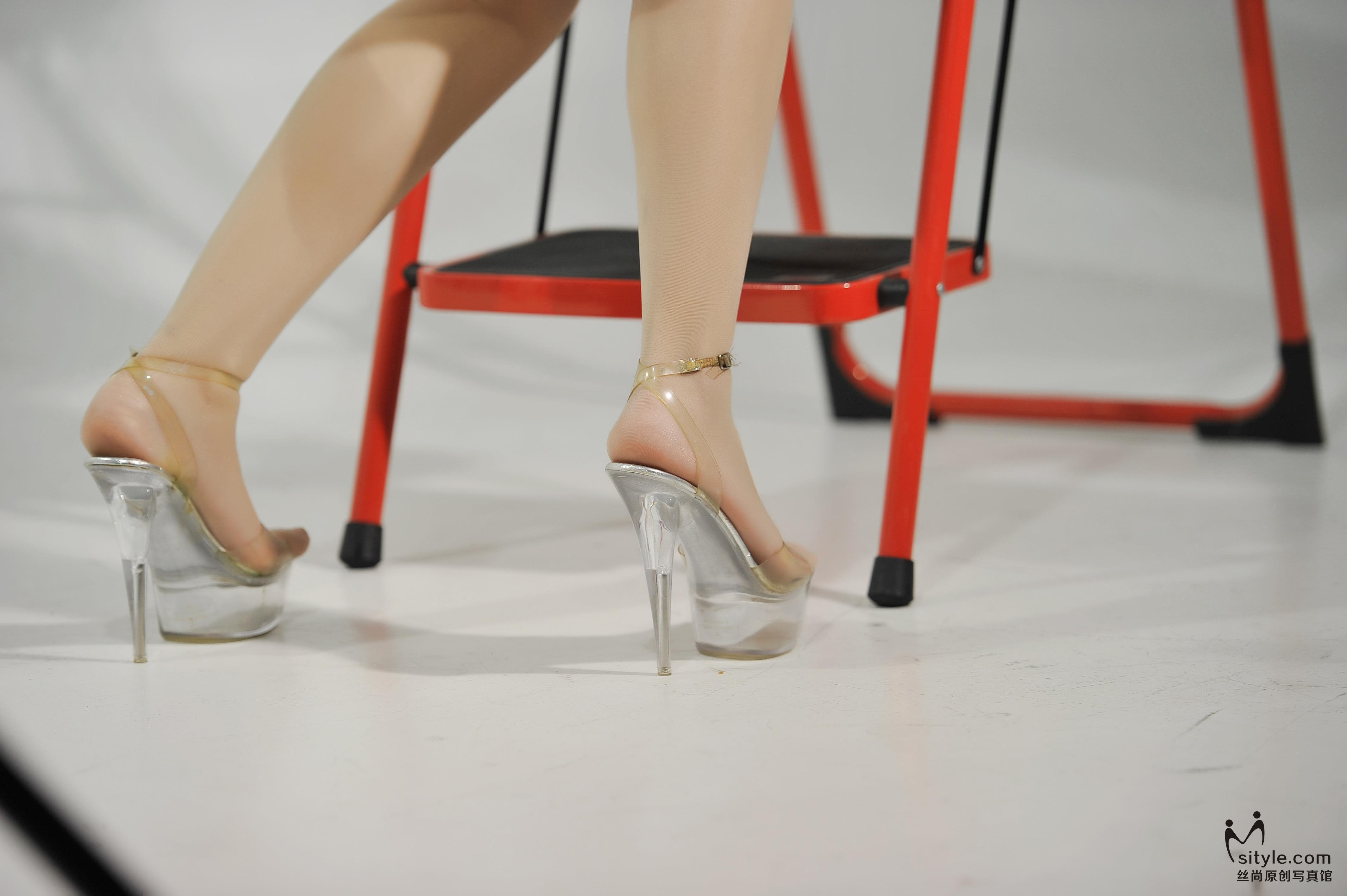 [Sityle丝尚写真]NO.010 红色短旗袍美女肉色丝袜美腿性感私房写真集,