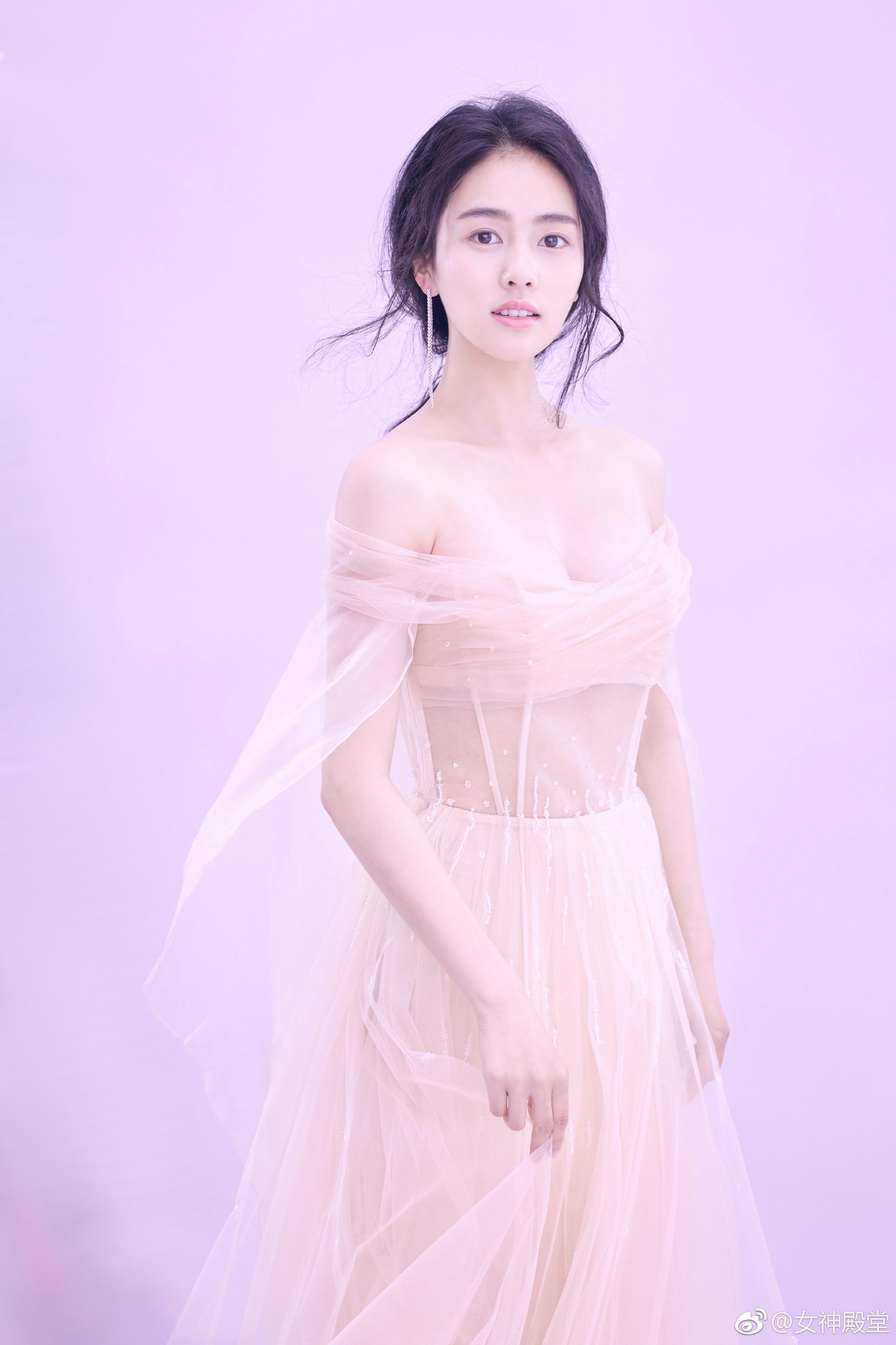 白鹿清新大片 薄纱轻掩 小性感的美 非常漂亮的小姐姐,