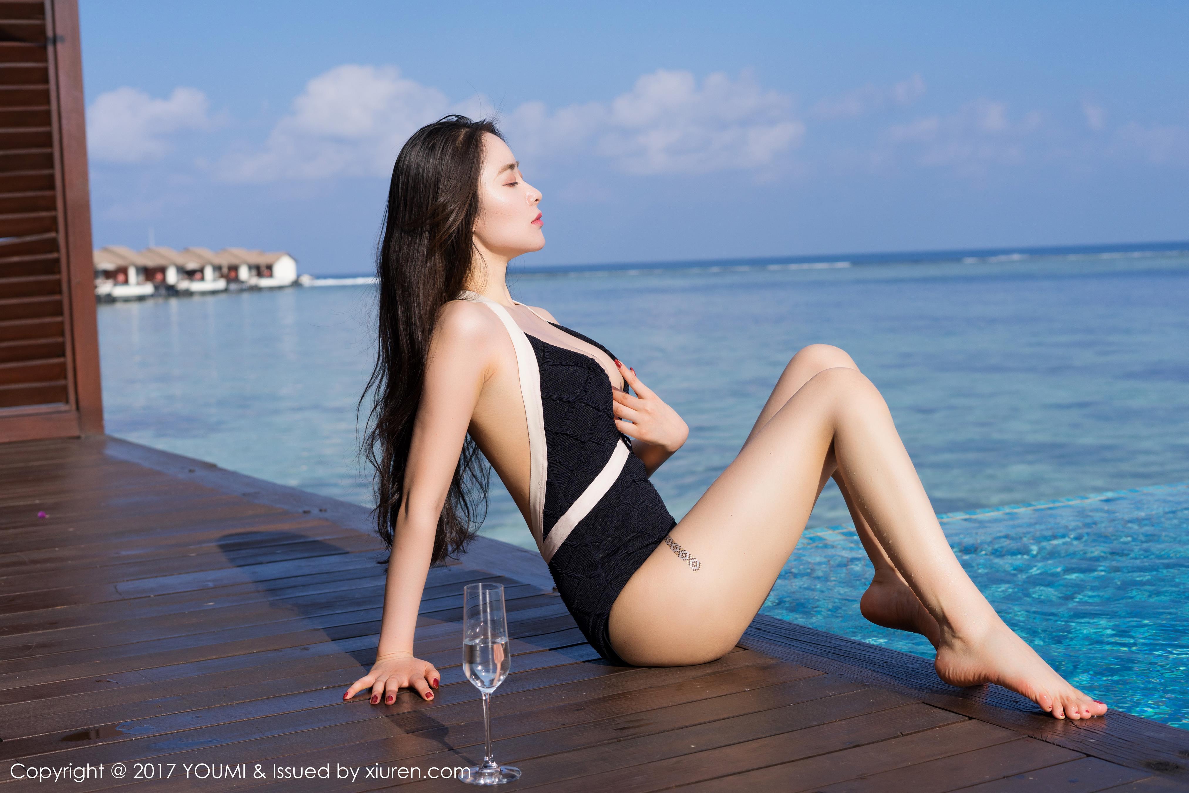 [YOUMI尤蜜荟]YMH20171226VOL0099 穆菲菲 性感比基尼泳装与半裸玉体巨乳私房写真集,
