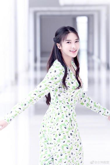 张璇清新写真 长发飘飘 美颜如花 一个演技和颜值都不错的妹纸