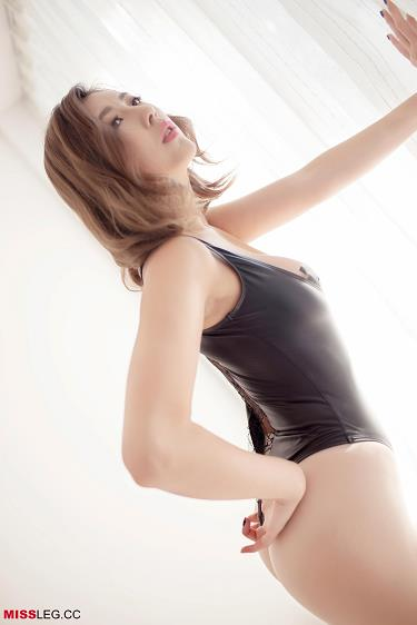 [MISSLEG]Vol.001 瑶瑶 黑色连体比基尼泳装加白色丝袜美腿性感私房写真集