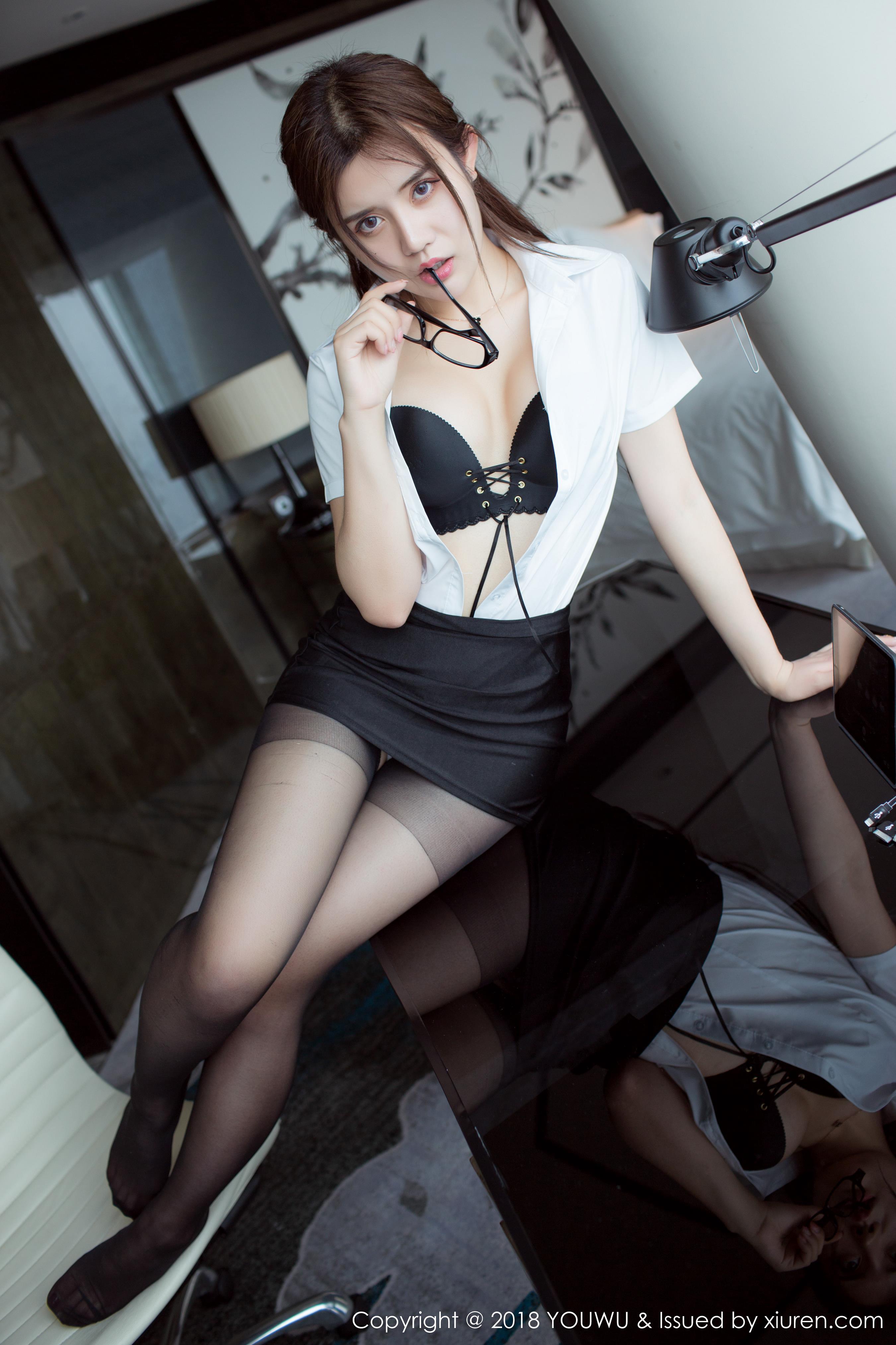 [YouWu尤物馆]YOU20180307VOL0081 性感女秘书 兔子Nina 黑色内衣与黑色包臀短裙加黑色丝袜美腿私房写真集,