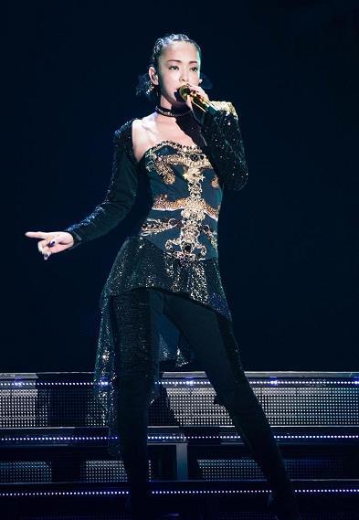 引退前海外最终场!安室奈美惠泪崩谢台湾歌迷