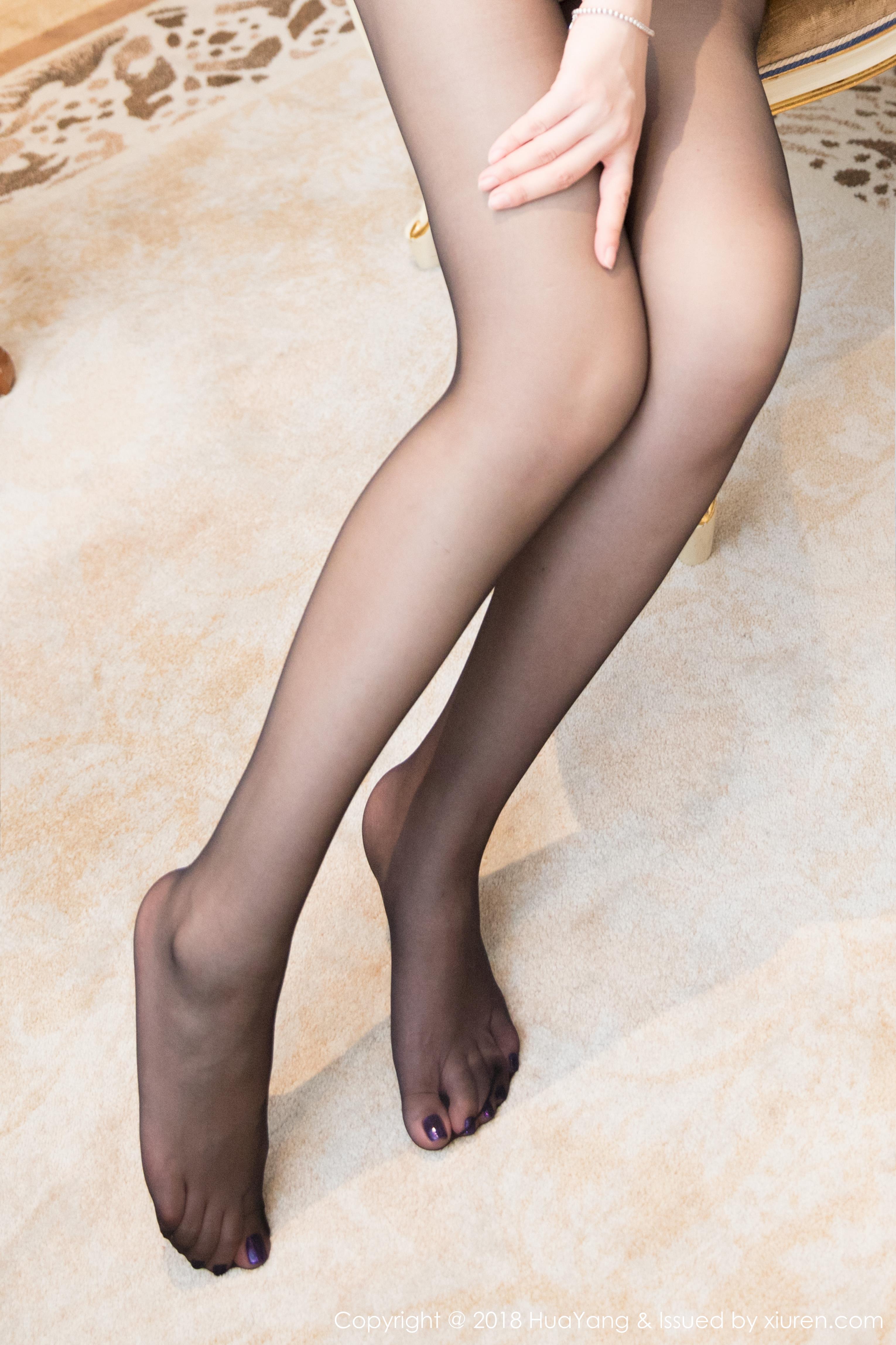 [HuaYang花漾show]HYG20180810VOL0069 心妍小公主 粉色连体运动内衣加黑色丝袜美腿性感私房写真集