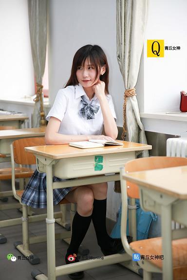 [青丘女神]2017-06-11 教室内清纯高中女生白色短袖加蓝色短裤与学生制服加灰色