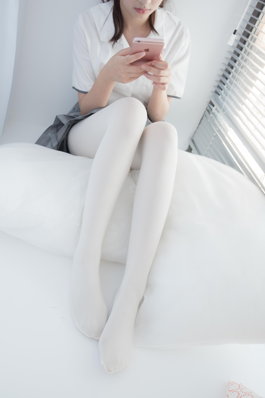 [森萝财团]萝莉R15-028 卧室内高中女生制服短裙加白色丝袜美腿玉足性感私房写真集