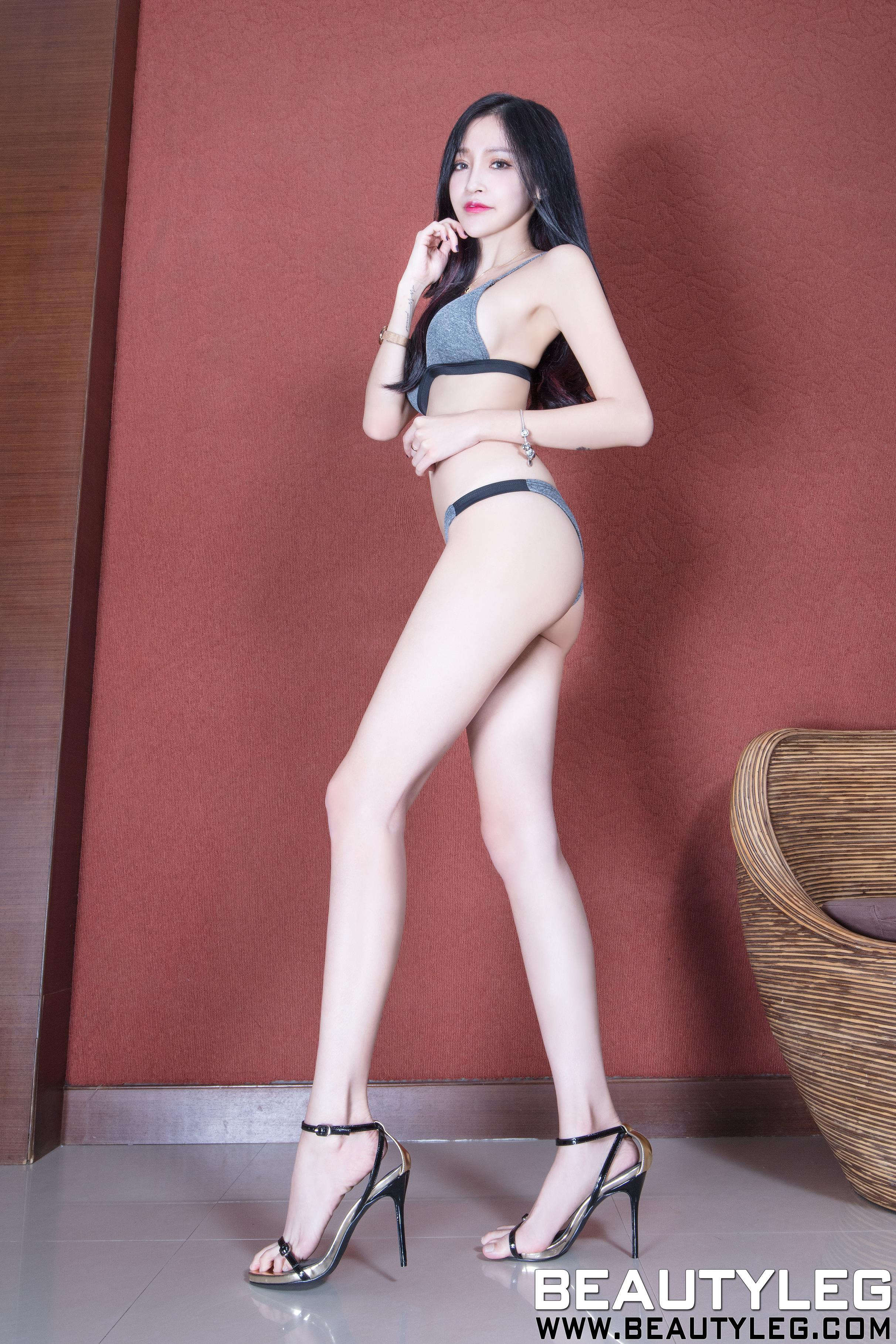 [beautyleg美腿写真]No.1687 Avril 灰色内衣加性感美腿玉足私房写真集