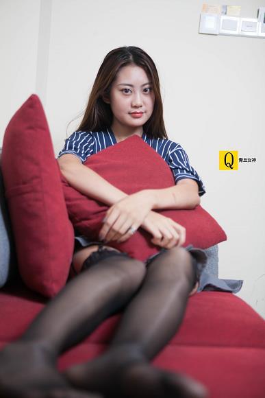 [青丘女神]2017-07-01 Q7.010 性感女秘书 小豆Ⅱ OL制服短裙加黑色丝袜美腿私房写真