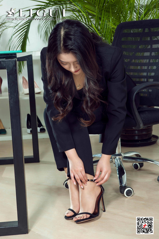 [Ligui丽柜会所]2019-04-29 性感女秘书 拉拉 黑色OL制服长裤加肉色丝袜美腿玉足私房写真集