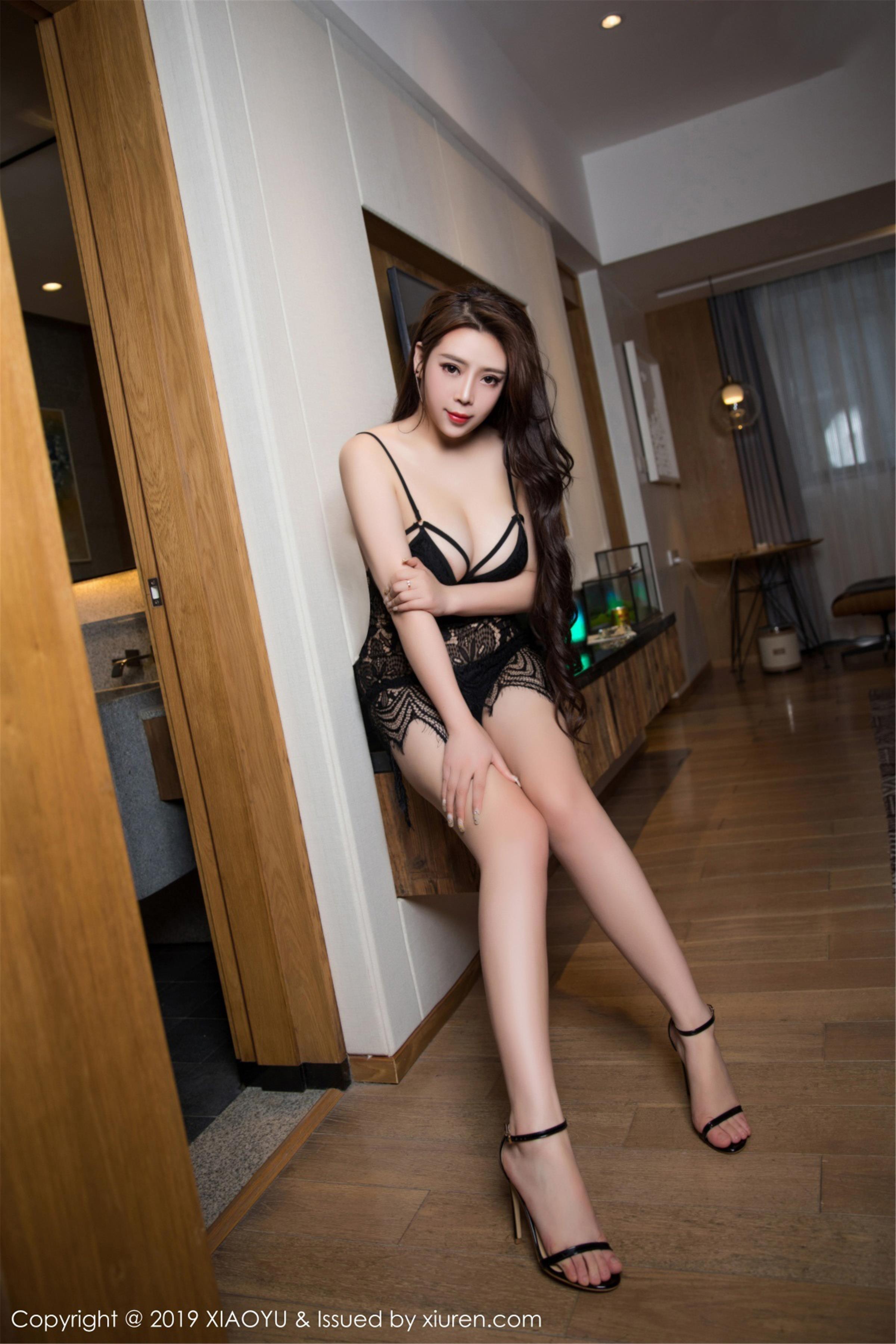 [XIAOYU画语界]YU20190425VOL0058 Miki兔 黑色连体蕾丝内衣与连身情趣渔网袜性感私房写真集
