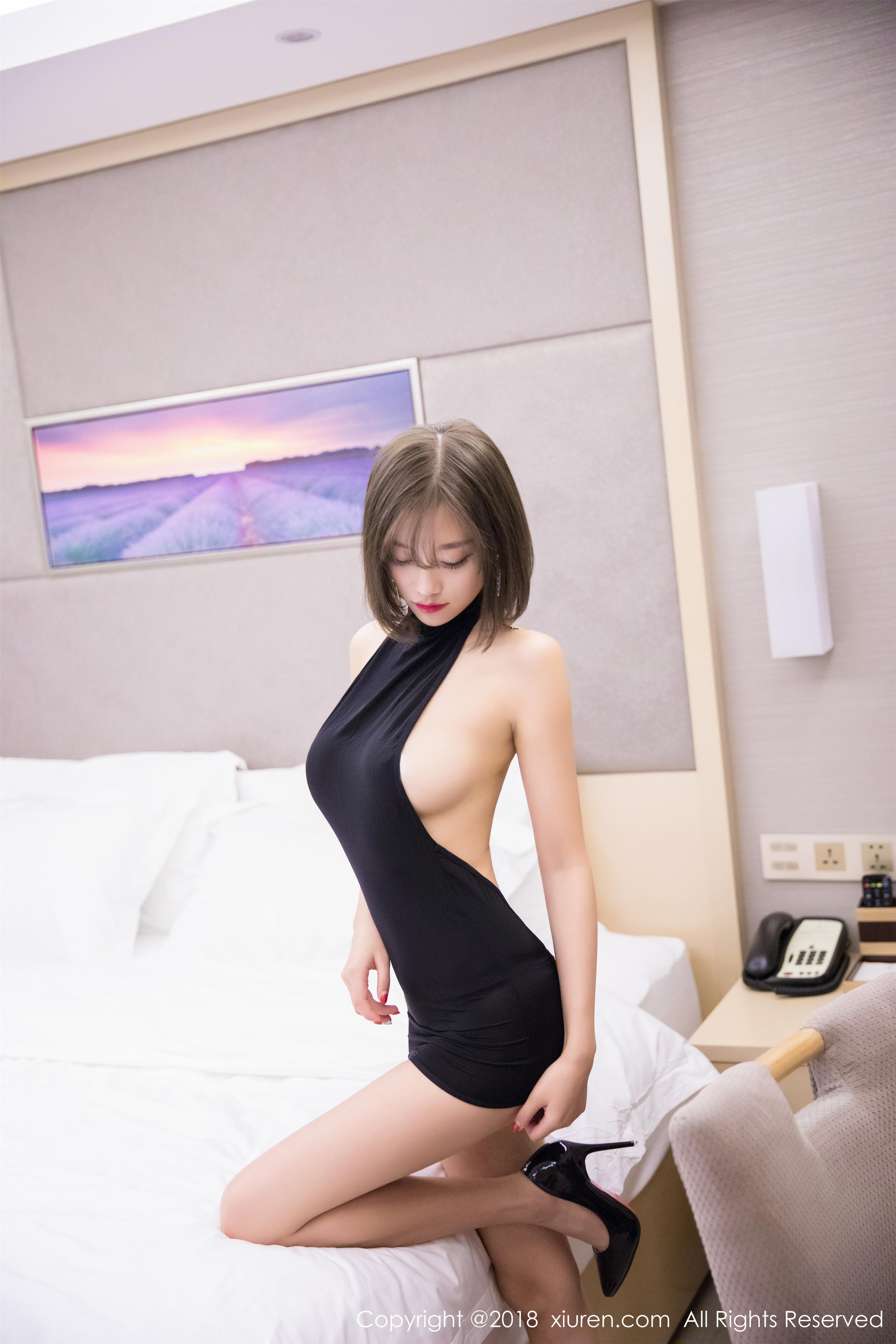 [XIUREN秀人网]XR20180615N01045 杨晨晨sugar 粉色蕾丝睡衣与黑色裸背连衣裙性感私房写真集