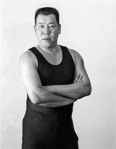 """他是""""港片四大恶人""""之一,也是""""香港电影圈里的可爱"""""""
