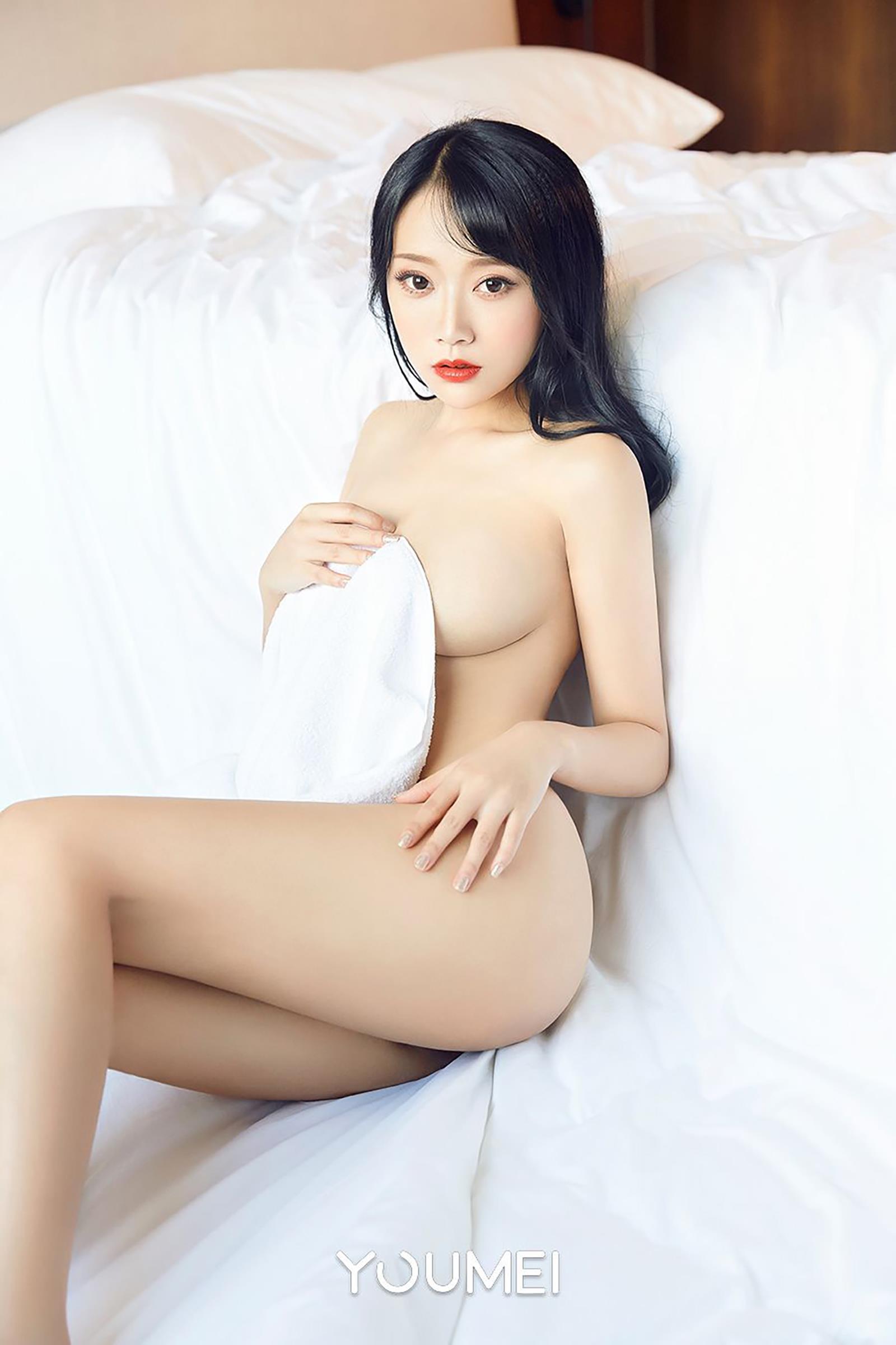 [YouMei尤美]Vol.070 真空诱惑 何嘉颖 白色紧身背心与半裸性感玉体私房写真集