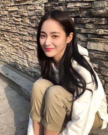 韩国新一代女神洪秀珠 白色外套少女范清纯写真