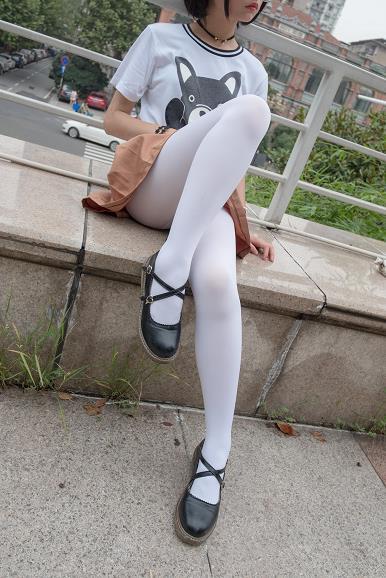 [森萝财团]BETA-004 性感萝莉小学妹 高中女生制服与短裙加白色丝袜美腿玉足私房