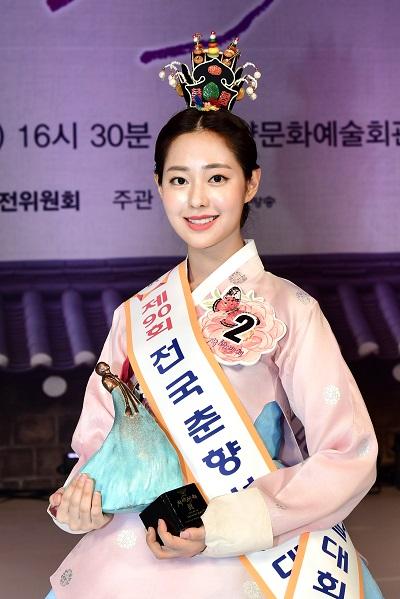 """韩国最高级别""""传统美人""""诞生!系23岁名校女大学生"""