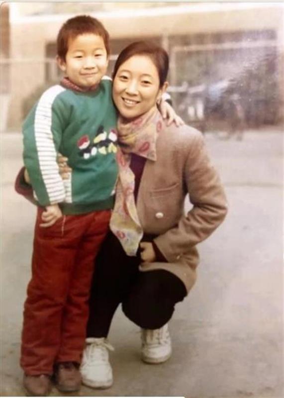 """河南女民警独生儿子失踪20年,""""只要活着,就不会停下寻找儿子的步伐"""""""