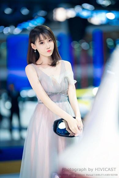 2020沈阳国际车展 东风日产展台 小张哥 淡蓝色透视连衣裙 仙气飘飘