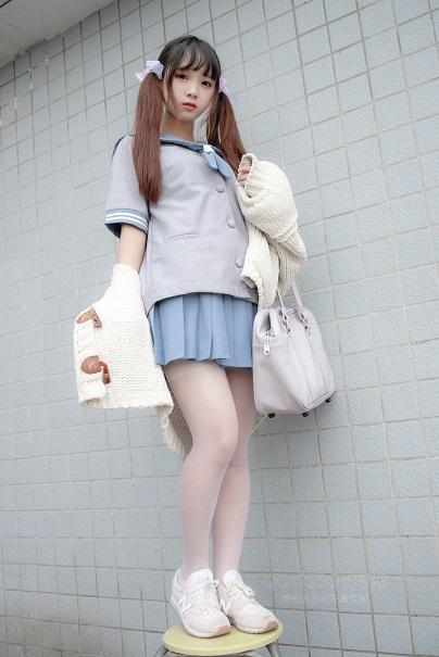 [森萝财团]X-061 80D薄白丝 清纯可爱小萝莉 日本高中女生制服加白色丝袜美腿性感私房写真集