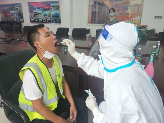 核酸检测进工地 全面守护工友健康