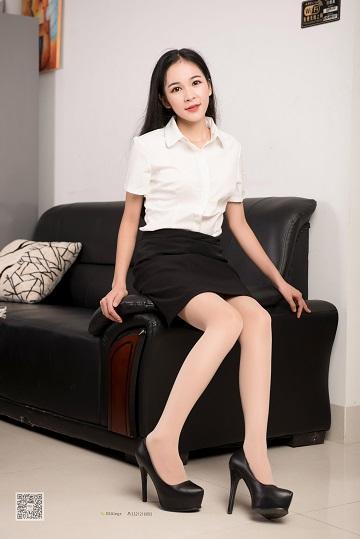 [SSA丝社]NO.008 性感女秘书七夕福利特辑 黑色短裙加肉丝美腿私房写真集